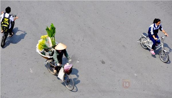 xe dap toan thang hinh anh chiec xe dap cu gan lien voi cuoc song muu sinh tren pho phuong Ha Noi