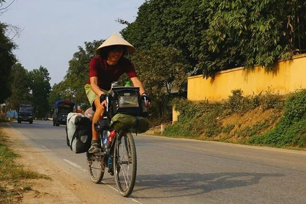 xe dap toan thang chang trai Nhat dap xe vong quanh the gioi trong do co Viet Nam