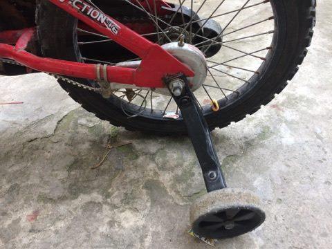 Cách chỉnh Bánh phụ xe đạp cho bé đạp 2 bánh