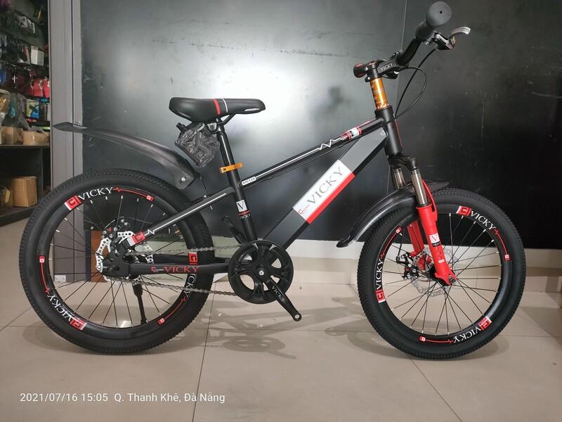 Xe đạp trẻ em Vicky Boy 20 Black Red
